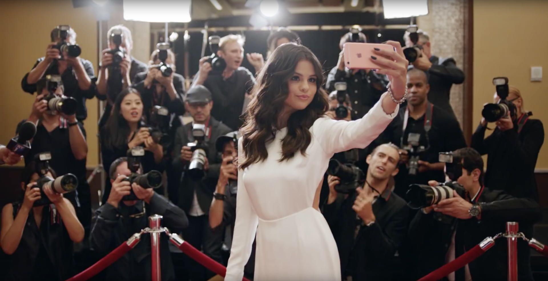Mirrored iPhone selfies - hero image